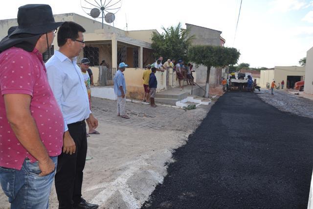 Caldeirão Grande | Zona urbana recebe obras de asfaltamento