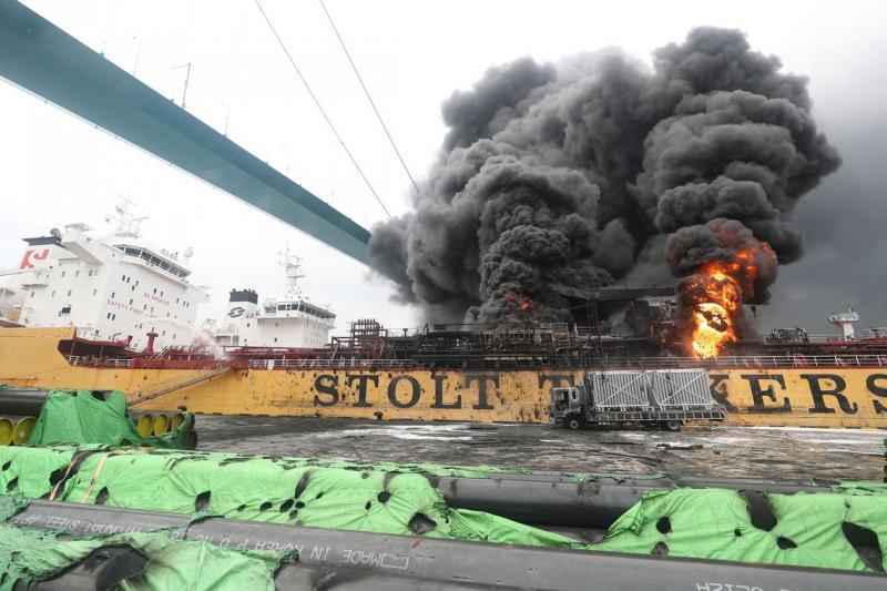 Navio que transportava petróleo explode na Coreia do Sul