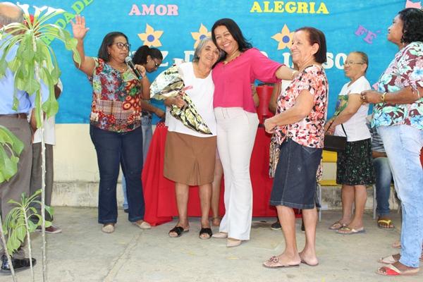 Prefeita Doquinha participa das comemorações do dia do idoso em Colônia