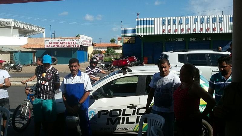 Cliente morre ao ser atingido por tiro na cabeça em bar no Piauí