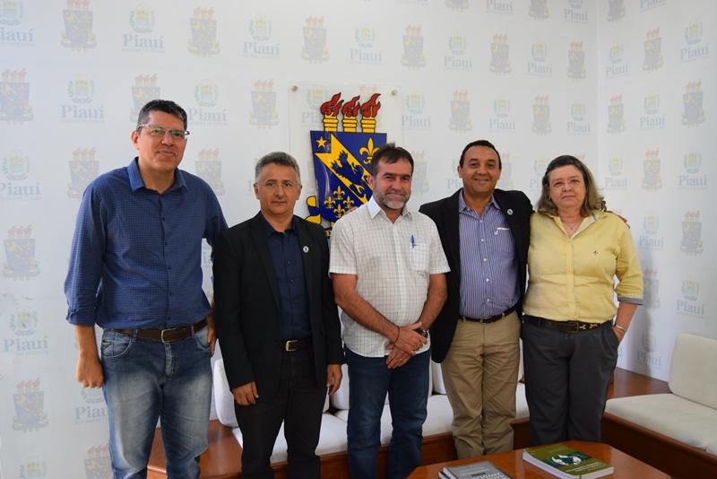 Reunido com o reitor da UESPI, prefeito busca solução de demandas em Oeiras