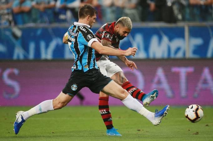 Flamengo tem três gols anulados e empata com Grêmio