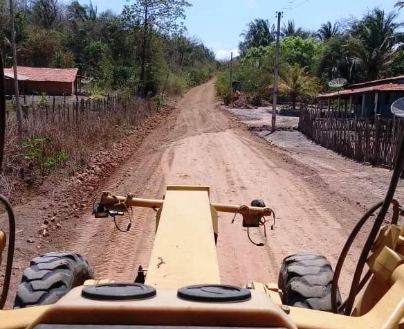 Monsenhor Gil recupera estradas das comunidades Santa Maria e Bom Lugar