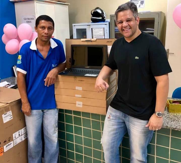 Miguel Leão | Prefeito realiza entrega de 6 notebooks para a Saúde