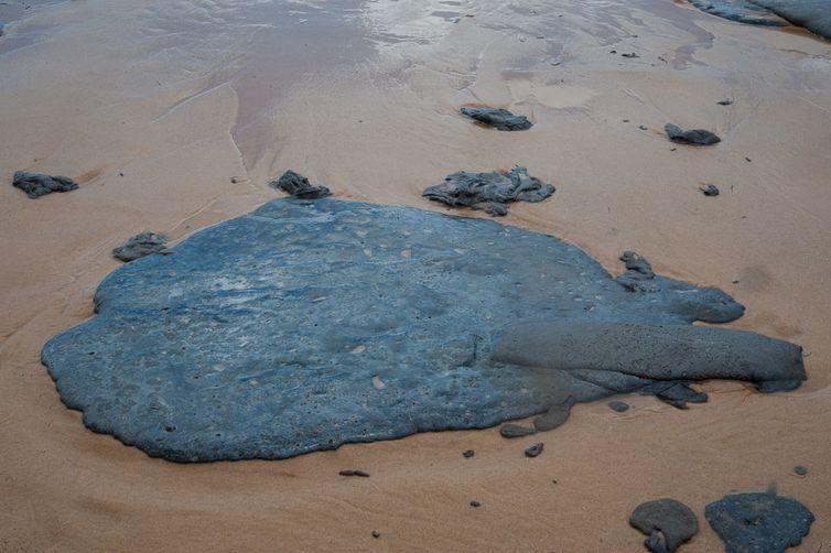 Mancha de óleo atinge o litoral do Sergipe - Adema/Governo de Sergipe