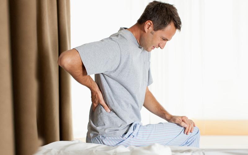 Dor nas costas? Veja exercícios simples para aliviar desconforto