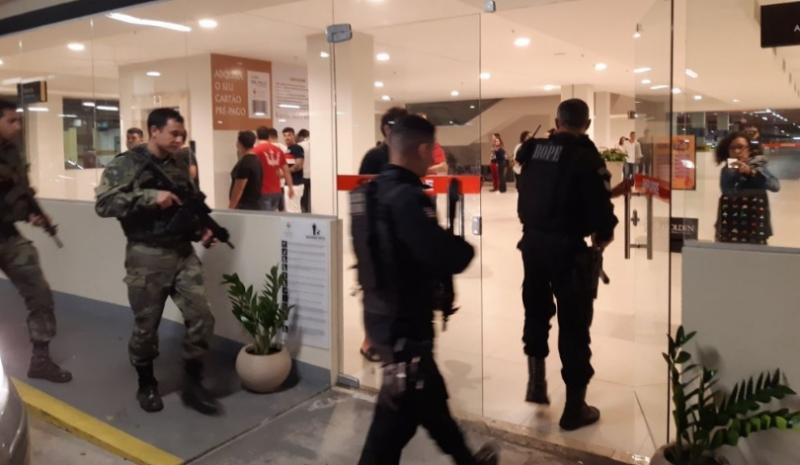 Vídeo: Criminosos invadem shopping e roubam cofre de cinema