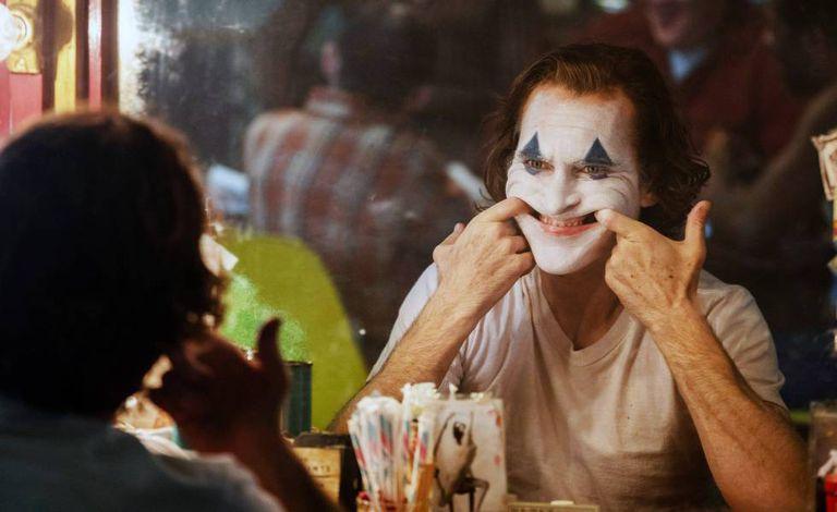 Qual a doença por trás da risada descontrolada do Coringa? Confira