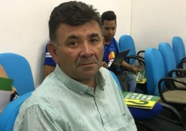 Juiz determina afastamento de prefeito por utilizar máquinas do Pac