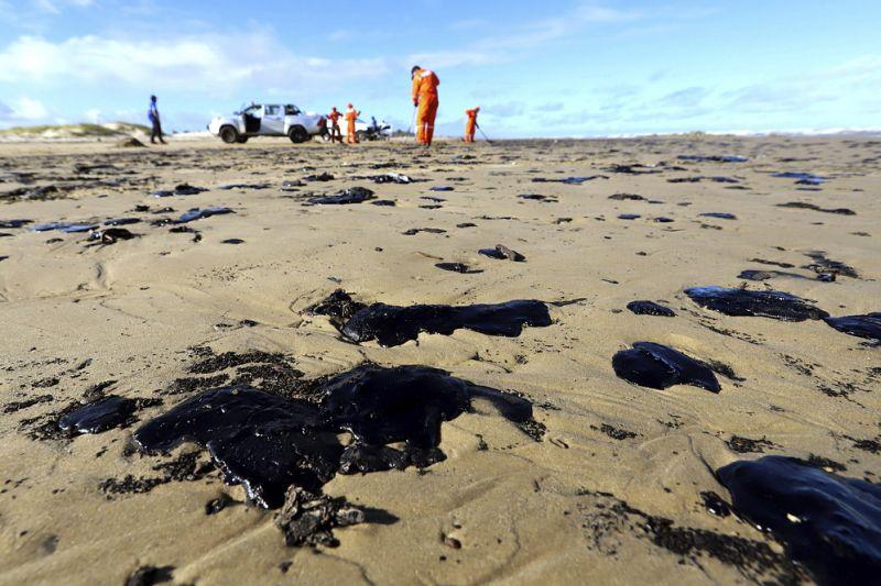 Venezuela nega ser responsável por óleos nas praias do Brasil