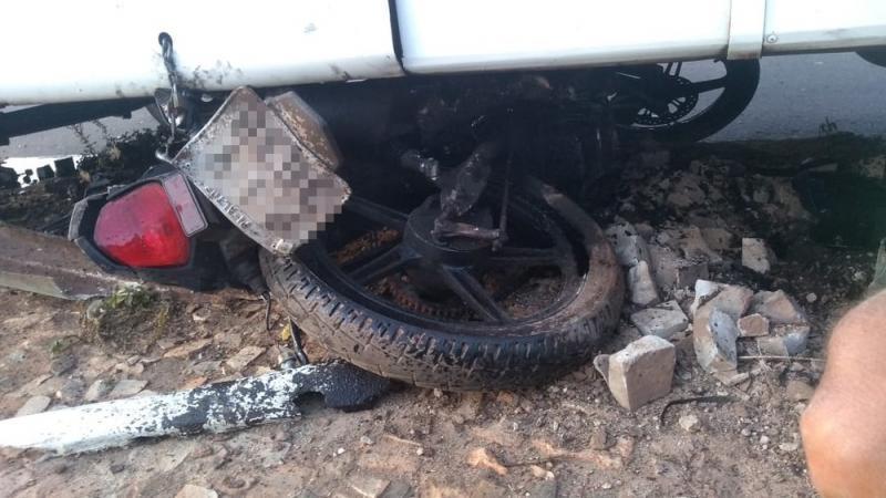 Motociclista morre atropelado por micro-ônibus no PI