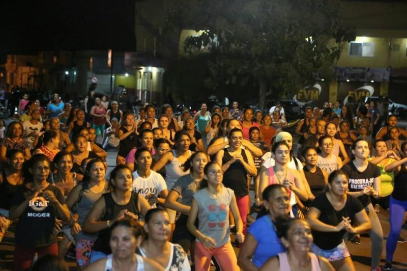 Altos | Aulão de zumba levou centenas de pessoas para prática de exercício