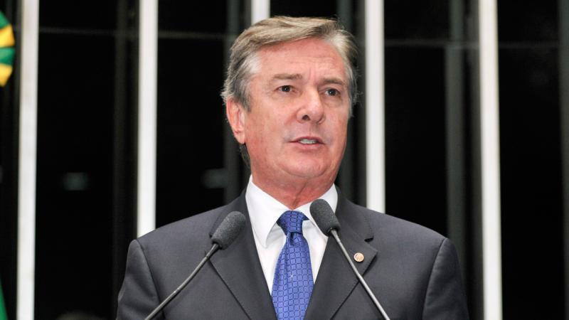 Collor é alvo da PF por suspeita de participação de lavagem de dinheiro