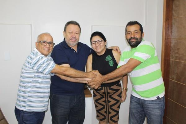 Acima da esquerda para a direita: Professor Aderson, Chico Leitoa, Ana Paula Cazé e Mauro César Cazé ; adesões importantes para o PDT de Parnarama.