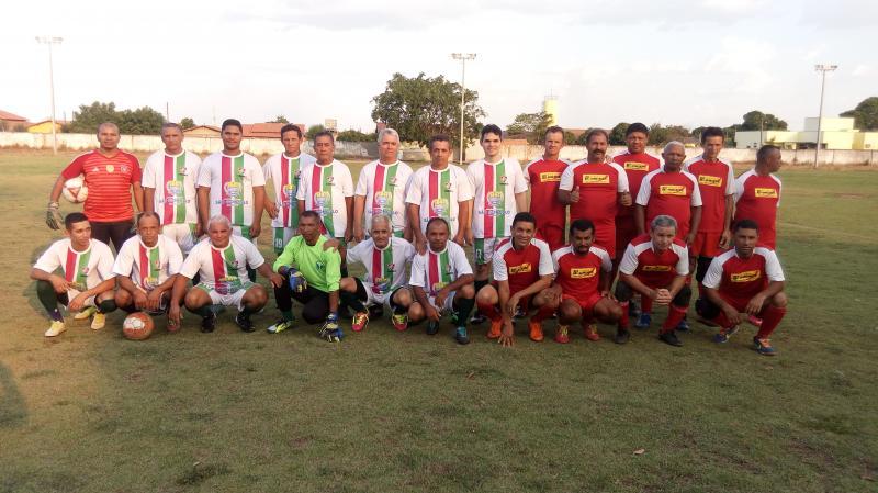 Amistoso- Seleção de São Gonçalo do Piauí anos 90 (de cor branca) e Cinquentão (de vermelho)