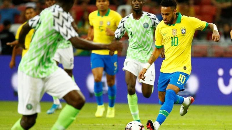 Neymar se lesiona e é substituído no primeiro tempo de Brasil x Nigéria