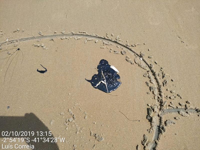 Autoridades discutem manchas de óleo nas praias do litoral piauiense
