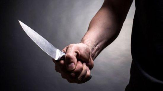 Homem usa faca para ameaçar de morte indivíduo que o teria agredido