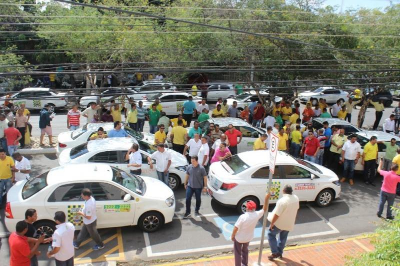 Taxistas de Teresina vão à Strans e cobram cumprimento de lei