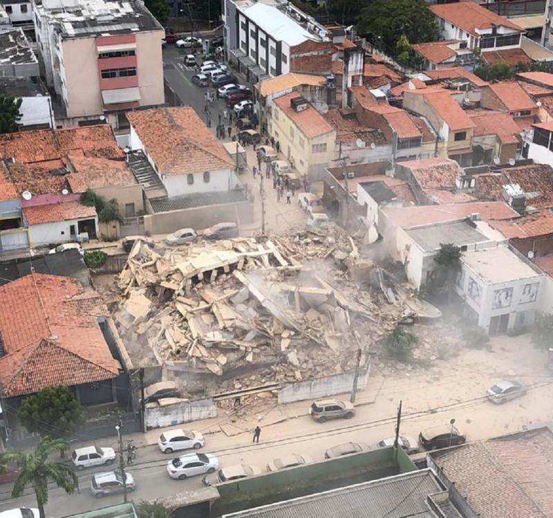 Vídeo: Prédio residencial desaba e causa pânico em Fortaleza