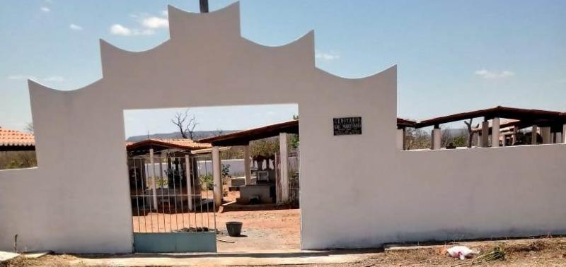 Santana do Piauí | Cemitérios são revitalizados para o Dia de Finados