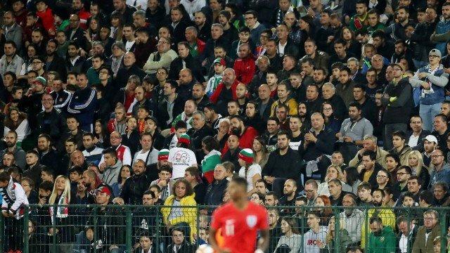 Bulgária prende 4 torcedores após racismo em jogo contra a Inglaterra