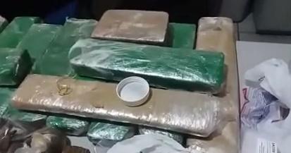 Polícia prende 15 pessoas e apreende drogas em operação