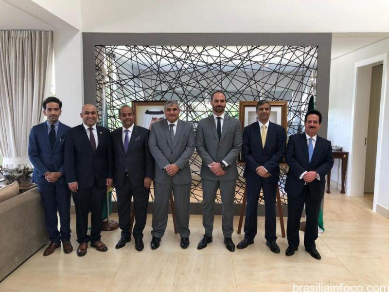 Embaixadores dos países do Golfo conversam com o Deputado Eduardo Bolsonaro