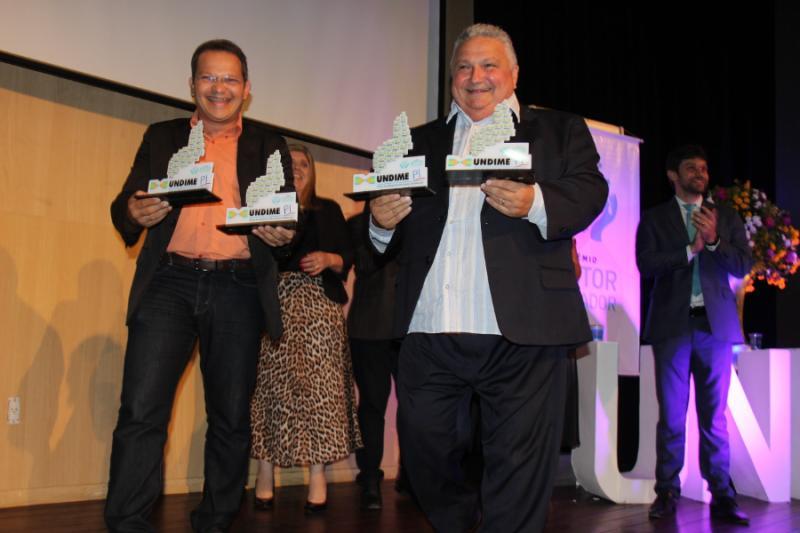 Prefeito de Lagoinha recebe 'Prêmio Gestor Educador' da Undime