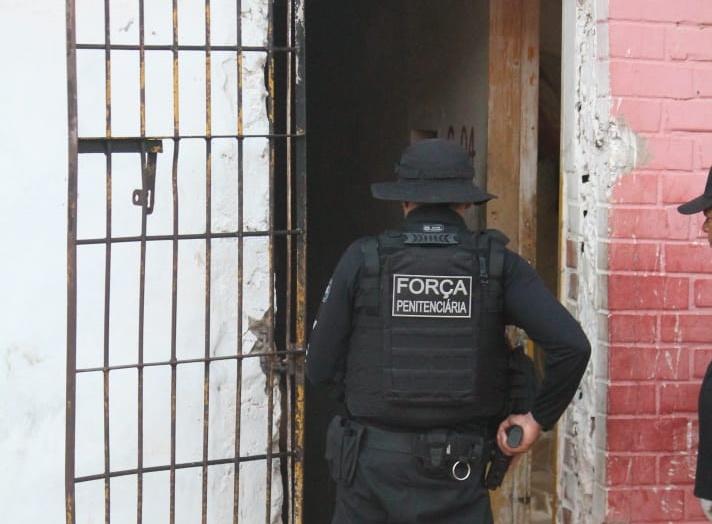 Operação apreende celulares e drogas na penitenciária Major César