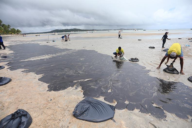Vazamento de óleo no Nordeste é o maior do país, diz MPF