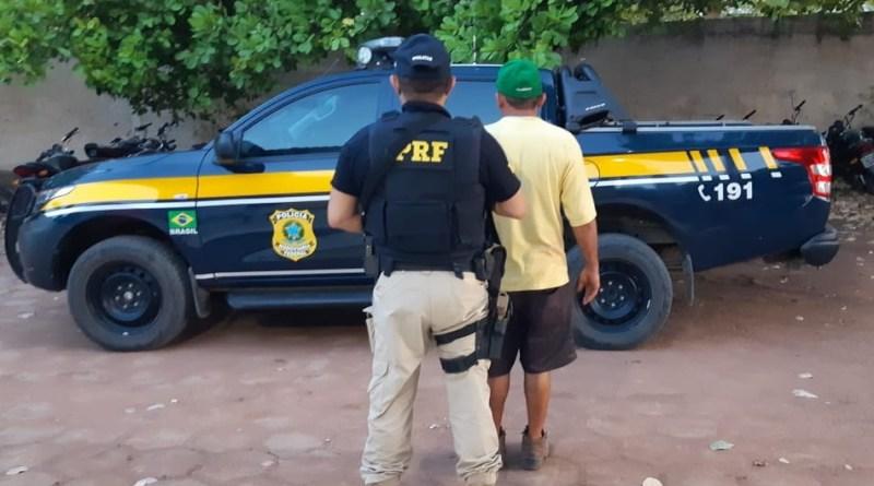 PRF cumpre mandado de prisão e prende caminhoneiro no PI
