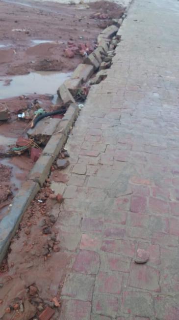 Povoado Japecanga: Calçamento Sonrisal na primeira chuva já desmanchou