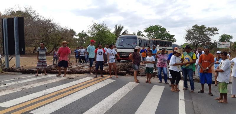 Moradores fecham a BR 316 em protesto contra falta d'água