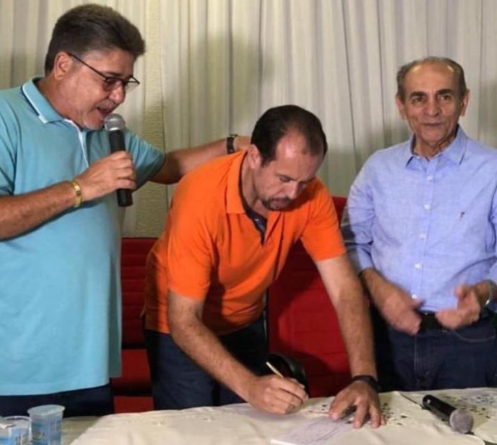 Robert Jr concede entrevista na Radio Livramento em José de Freitas.