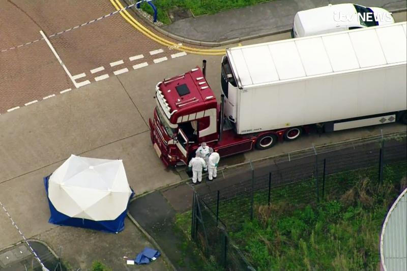 Caminhão é encontrado com 39 pessoas mortas no Reino Unido