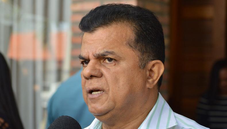 Prefeito anuncia instalação de empresas e geração de empregos no município