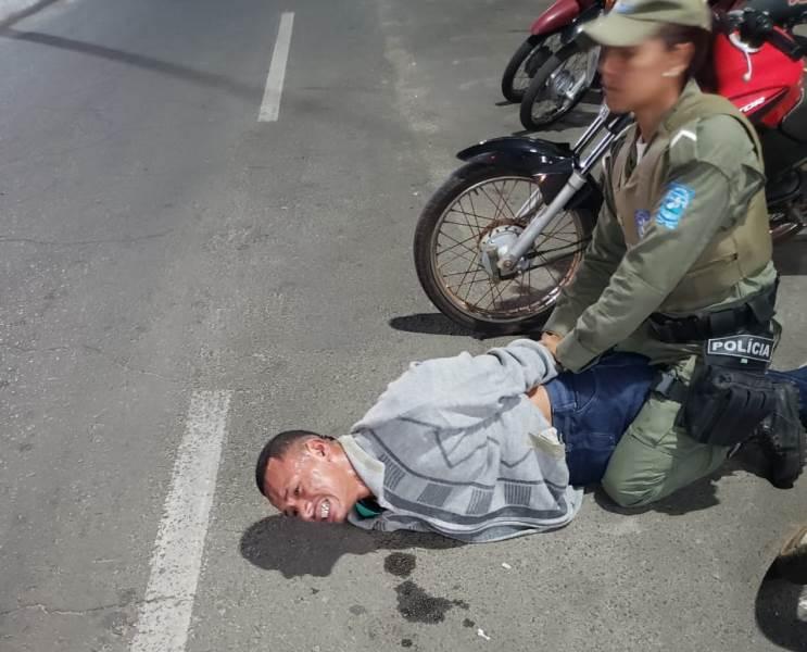 Vídeo: suspeito de assalto chora e se desespera ao ser preso