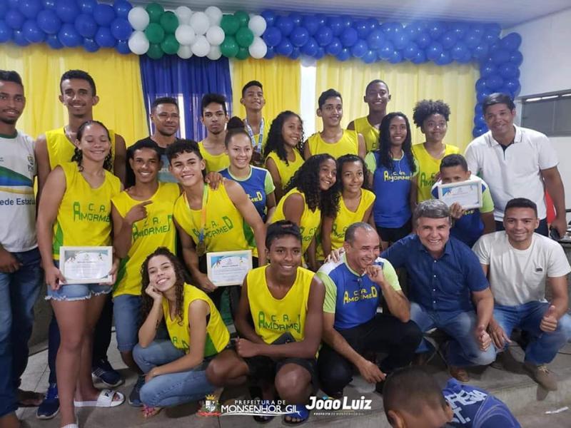 Monsenhor Gil| Prefeito recebe atletas do clube Armomed na Câmara municipal