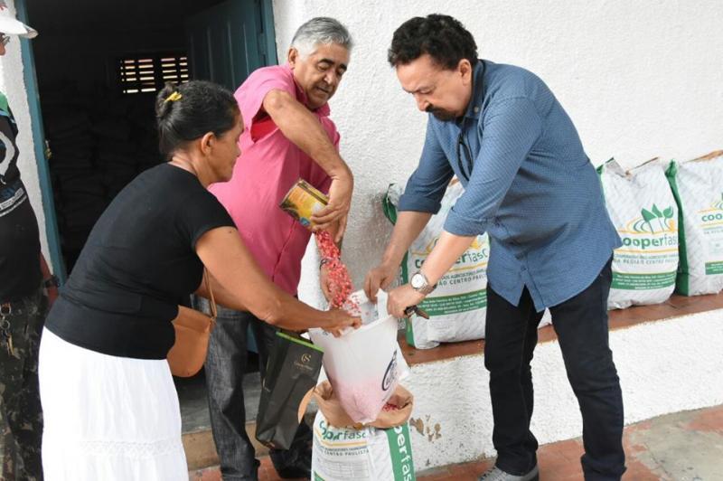 Prefeitura realiza entrega de sementes de milho para agricultores familiares