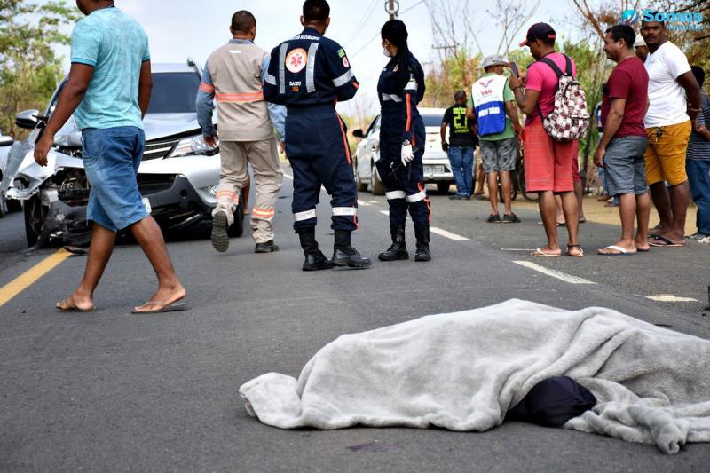 Mototaxista morre em colisão com carro na BR 343