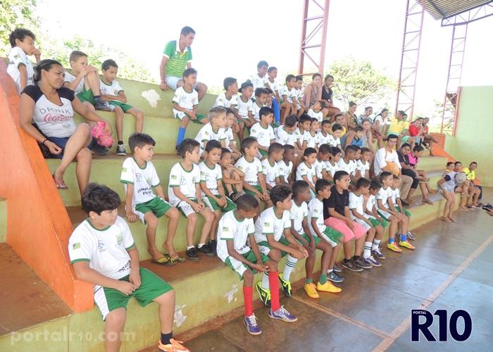 Esporte: Campo Largo Futsal iniciou as atividades da escolinha no ginásio Jesuíno Sampaio