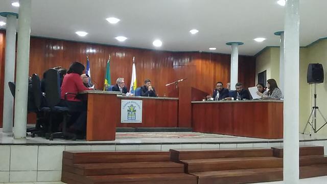 Valença | Iris Moreira pede explicações aos vereadores Lucivaldo e Leilivan