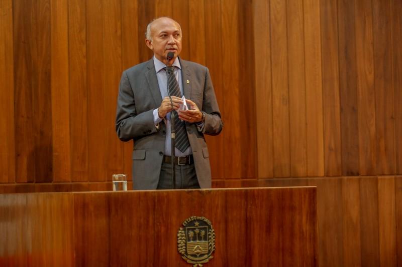 Warton Lacerda reassume mandato de deputado