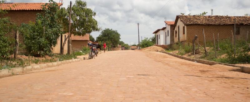 Prefeitura de Manoel Emídio realiza obra de pavimentação em paralelepípedo