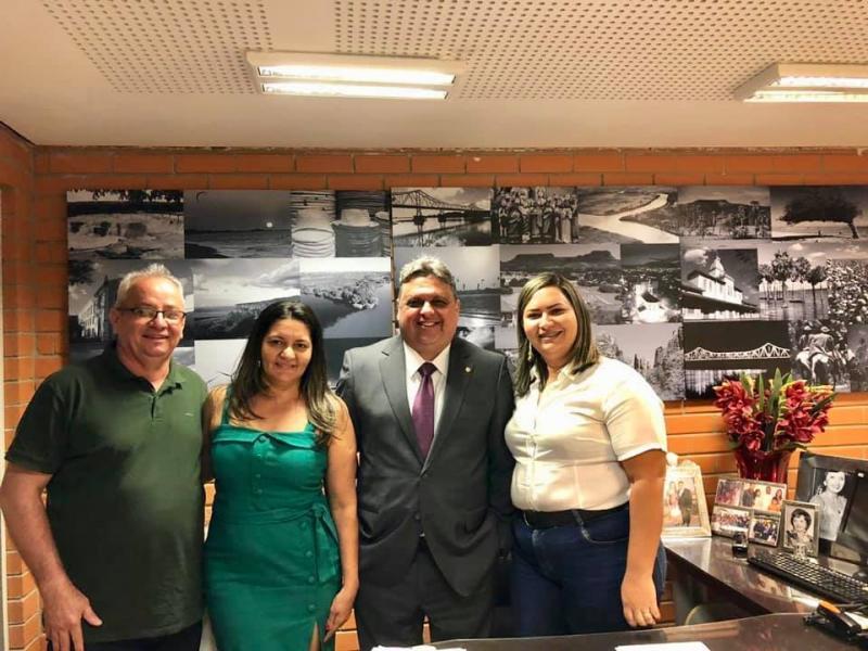 Pré-candidata a prefeita, Neide Alves, intensifica agenda política