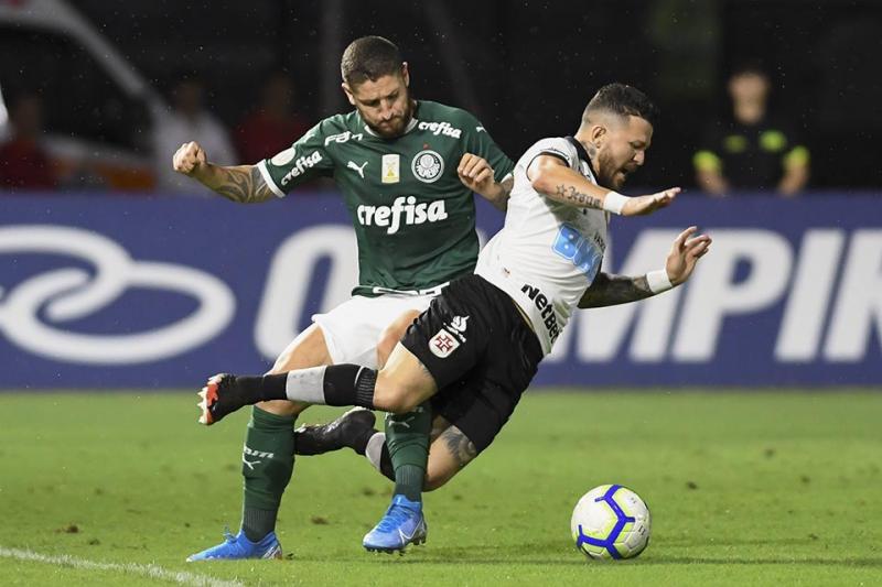 Em jogo quente, Palmeiras vence o Vasco e segue caça ao líder Flamengo