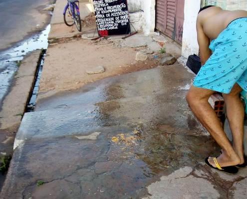 Ação de vândalos causa falta d'água em dezenas de casas na rua 100 em Timon