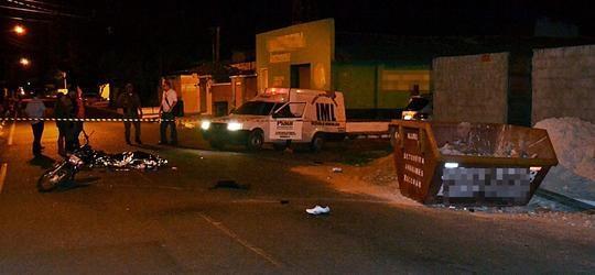 Homem morre após bater moto em contêiner de entulho no PI