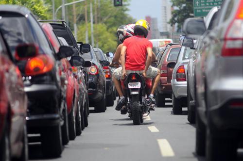 Projeto proíbe trânsito de motos nos corredores entre faixas